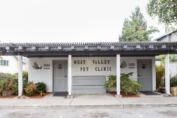 The outside entrance to West Valley Pet Clinic